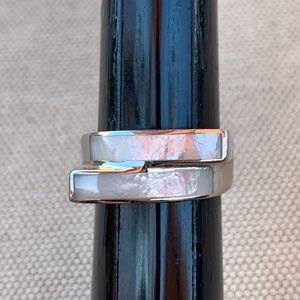 Vintage Mother of Pearl bypass ring